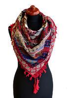 Velký šátek 69pl006-20.01 - červený s geometrickým vzorem