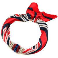 Šátek s bižuterií Letuška - červenomodrý pruhovaný
