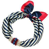 Šátek s bižuterií Letuška - modročervený pruhovaný