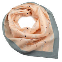 Šátek - růžovošedé plameňáci