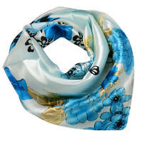 Šátek saténový - modrý s květinovým vzorem