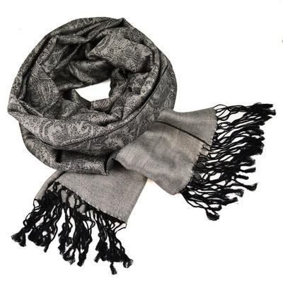 Šála teplá - šedá s černým vzorem