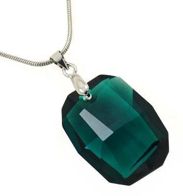 Rivoli Emerald pendant made with SWAROVSKI ELEMENTS