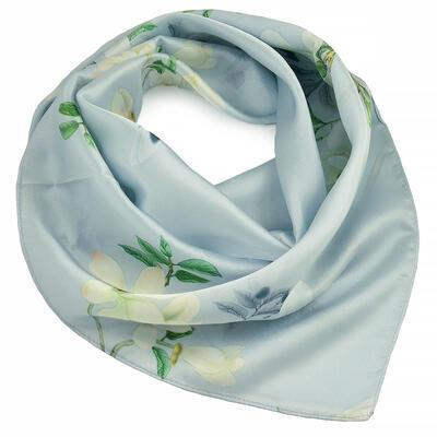 Šátek hebký - bledě modrý s květy - 1