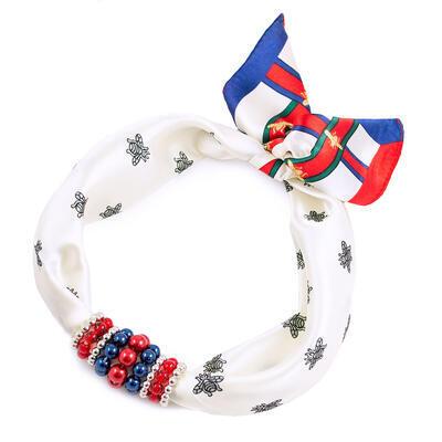 Šátek s bižuterií Letuška - bílý s potiskem - 1