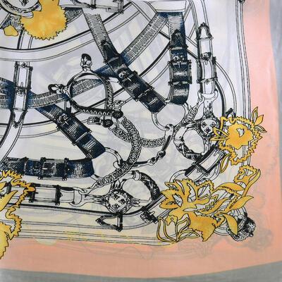 Šátek s bižuterií Letuška - bílo-šedý s potiskem - 2