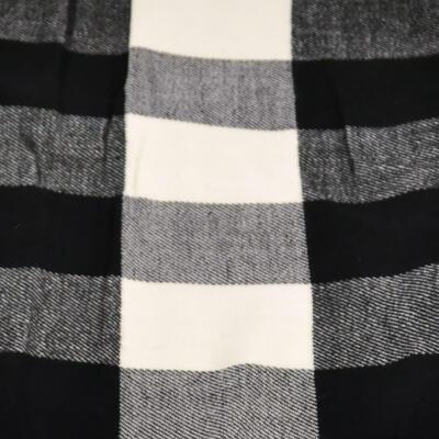Teplá šála - černo-bílá kostkovaná - 2
