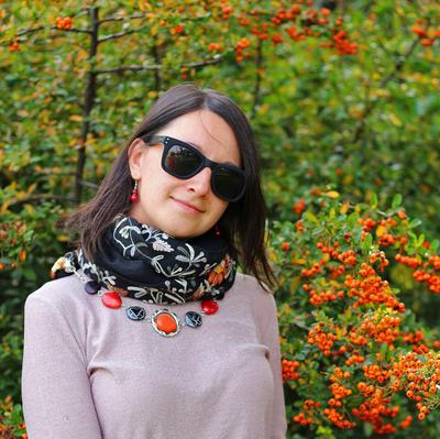 Šála s bižuterií bavlněná 450bb004-70.02 - černá s vyšitými květy - 2