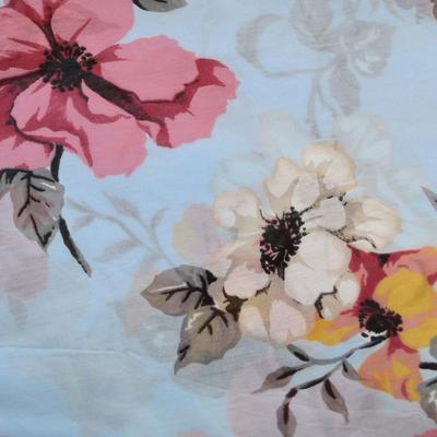 Šála bavlněná Carino - modrá s květy - 2