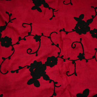 Šála klasická - červená s vyšitými květy - 2