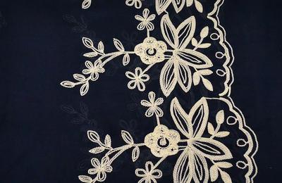 Šála klasická - modrá s vyšitými květy - 2