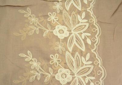 Šála klasická - světle hnědá s vyšitými květy - 2