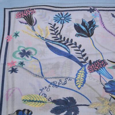 Šála klasická - bledě modrá s květy - 2