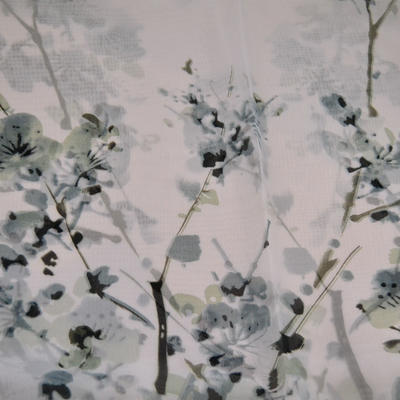 Šála vzdušná - bílá s květy - 2