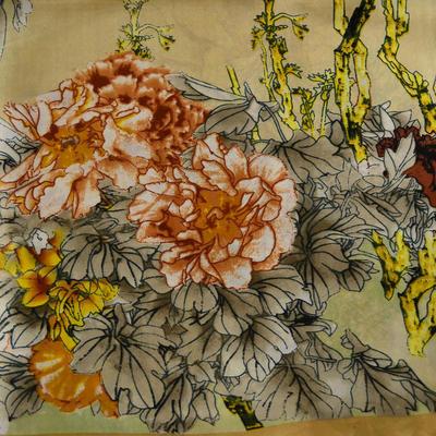 Šátek saténový 63sk004-14.11 - béžový s akvarelovými květinami - 2