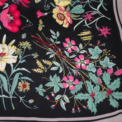 Šátek - tmavě modrý s květy - 2