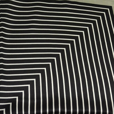 Šátek saténový - černo-šedý s pruhy - 2
