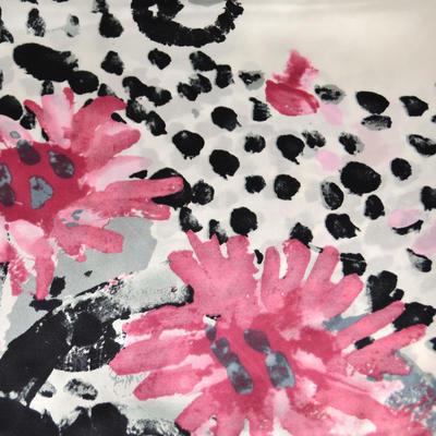 Šátek saténový - černobílý s květinovým vzorem - 2
