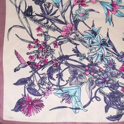Šátek saténový - béžovo-fialový s potisken - 2