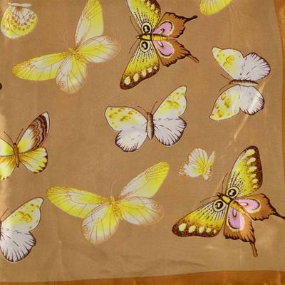 Šátek saténový 63sk005-43.13 - hnědý s motýlky - 2