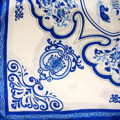 Šátek saténový - bílo-modrý s potiskem - 2