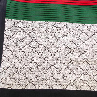 Šátek saténový - bílo-zelený s potiskem - 2
