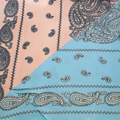 Šátek saténový - modro-meruňkový s potiskem - 2