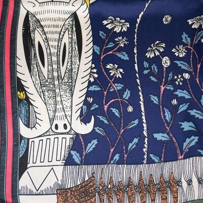 Šátek saténový - modro-bílý s potiskem - 2