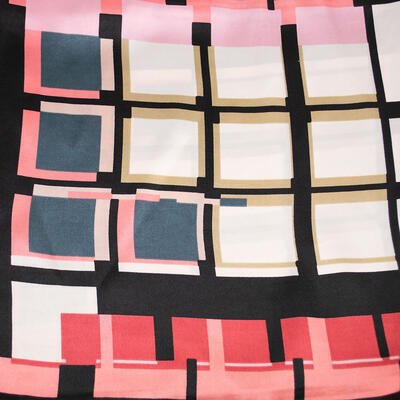 Šátek saténový - černo-růžový s potiskem - 2