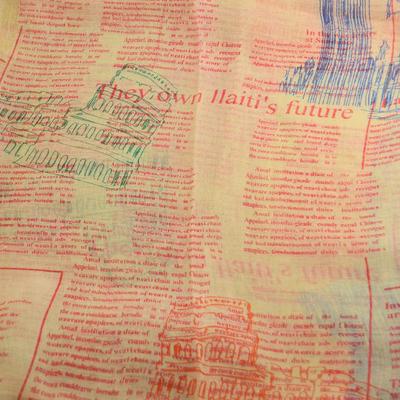 Tunelová šála 69tu011-10.20 - béžovočervená, noviny - 2