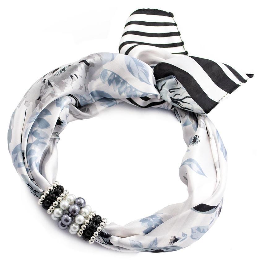 Šátek s bižuterií Letuška - černobílý