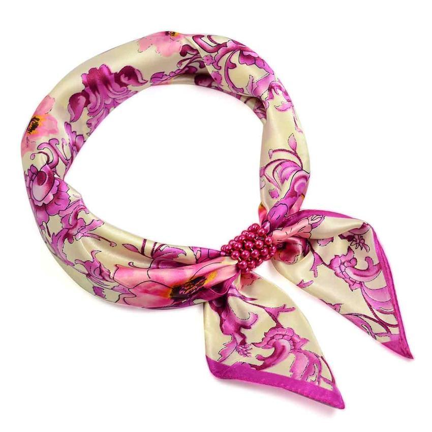 Šátek s bižuterií Elegance - černobílý s květy